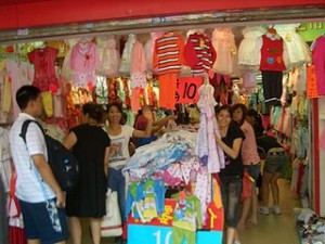 320px Guangzhou clothing shop 0541 300x225 Exploring Experience Hundreds Shangxiajiu Pedestrian Shops in Guangzhou