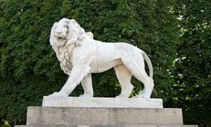 Lion jardin luxembourg 300x181 Jardin Luxembourg, Paris Icon Inventive Public Space