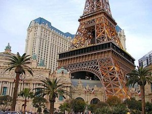 Eiffel towers Las Vegas Paris 300x225 Holiday Travel to Eiffel Tower and Mirage Volcano in Las Vegas