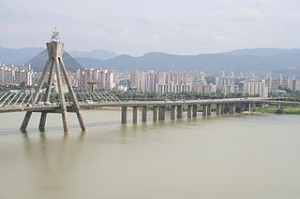 Olympic Bridge on Hangang river Seoul Korea 300x199 Fun Cheap Street Travel Around Korea