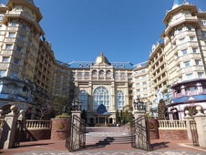 Tokyo DisneyLand Hotel 300x225 How to Get Cheap Hotels in Tokyo