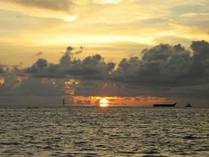 Dawn at Losari Beach 300x225 Best Underwater Paradise in Makassar