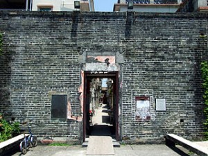 HK KatHingWai EntranceGate 300x225 Travelling of Kat Hing Wai History in Walled Village of Hongkong