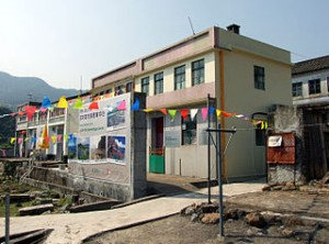 HK Lai Chi Wo Geoheritage Centre 300x222 Visit Beauty Natural Attraction Park in Lai Chi Wo Hongkong