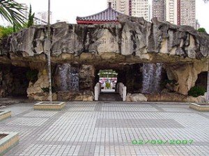 Waterfall of Fung Tak Park 300x225 Hongkong Holiday Ideas, Came to Fung Tak Park With Family and Friends