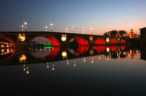 Pont Neuf Toulouse Night 300x199 The Charming Sorrel Town in French Suburbs, Get The Voila Imagination