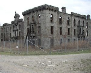 Renwick Smallpox Hospital 2006 300x239 The Most Bizzare Mysterious Building in The World