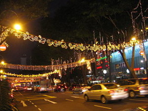 Christmas in Singapore Orchard Road 10 112006 300x225 Popular Cheapest Street Snacks in Orchard