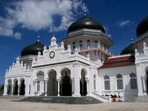 Meuseujid Raya Bayturrahman 300x225 Must Visit Places When You Travel to Aceh