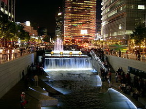 Seoul Cheonggyecheon night 300x225 Basic Tourism in Korea