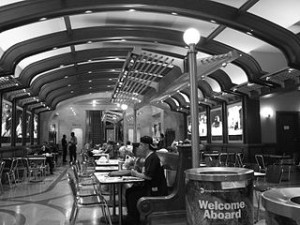 New York Grand Central Station Diner 300x225 The Coolest Train Stations in The World