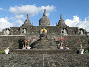 Brahmavihara Arama Bali 300x225 The Largest Buddhist Temple in Bali, Brahmavihara Arama
