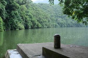 Green Bulusan Lake 300x198 Enjoy Holiday and Sun Bathing in Bulusan
