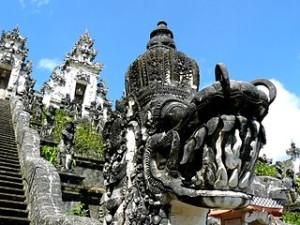 Pura Lempuyang Luhur Gunung Lempuyang Bali 300x225 Pura Lempuyang