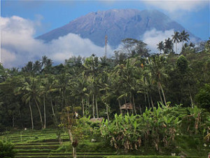 Gunung Agung 300x225 Awesome View of Bali Trekking