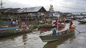 Pasar Terapung Lok Baintan jembatan 300x168 Morning Calm in Lok Baintan, Borneo