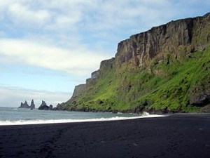Beach at Vik in iceland 300x225 7 Most Unusual Panorama Beaches in World