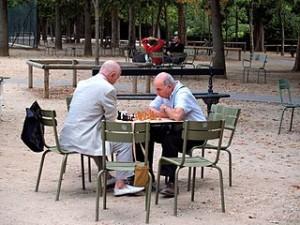 Men in Paris park playing chess 300x225 Chateau Domaine de Chamarande Spa