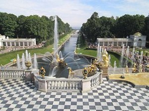 Peterhof gardens 300x225 Peterhof Palace and Gardens in Russia