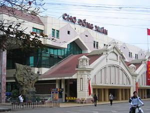 Dong Xuan market 300x225 The Cheap Souvenir Shopping Places in Hanoi