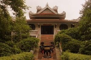 Vietnam Temple in Bodh Gaya 300x199 Den Bach Ma Temple