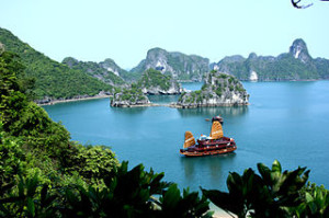 halong bay cruise overnight 300x199 Tips on Choosing the Halong Bay Cruise Tour