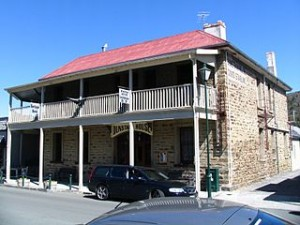 new zealand cheap hotel 300x225 Best Cheap Accomodation in New Zealand