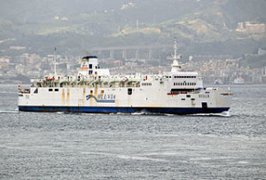 Train_Ferry_Scilla_crossing_the_Strait_of_Messina_-_20_Oct._2010