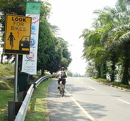Jalur_sepeda_sentul_city