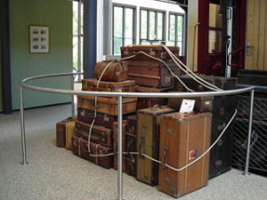 Old_suitcases